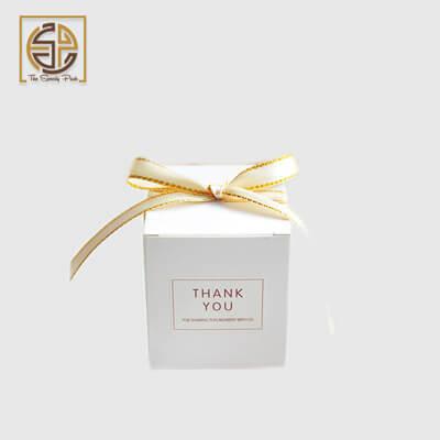 white-favor-boxes-design