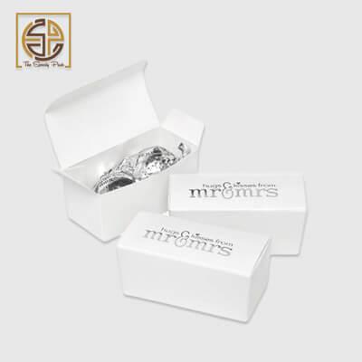 white-favor-boxes